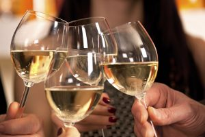 6 Reasons Why You Should Drink More Of White Wine